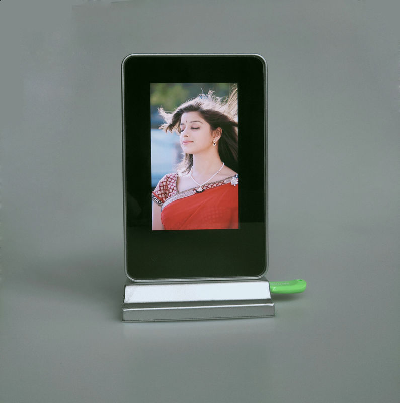 Battery Operated Inch 350-400cd/m2 LCD Digital Photo Frame